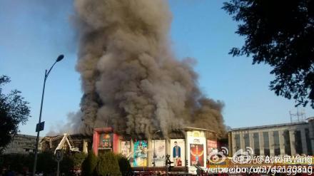 喜隆多商场火�_石景山苹果园喜隆多商场凌晨起火消防天下