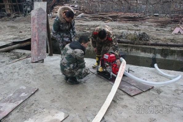 贵州江口消防深入辖区乡镇为义务消防队员进行业务技能培训