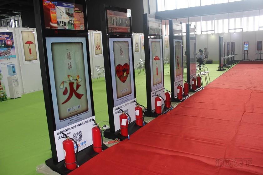 大为世纪媒帝消防广告机在2015第五届广州国际消防展