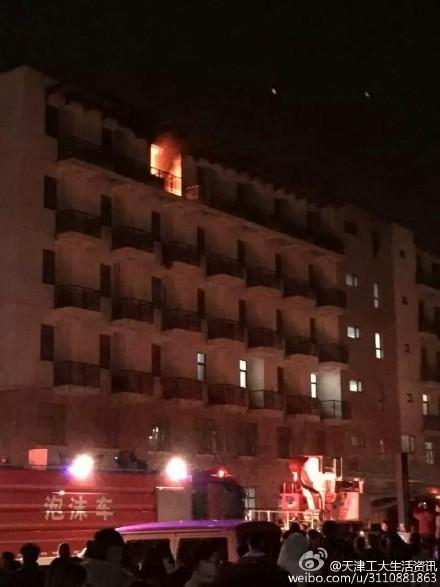 天津工业大学东苑宿舍楼着火消防天下